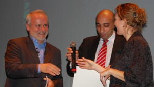 Dr Bruno G Pollet of The University of Birmingham Fuel Cells group receiving the Oxygen Award